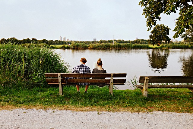 couple_bench_lake.jpg